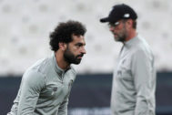 Istanbul (Turkey).- <HIT>Liverpool</HIT>'s Mohamed Salah (L) and <HIT>Liverpool</HIT>'s head coach Juergen Klopp (R) during a training session of <HIT>Liverpool</HIT> FC in Istanbul, Turkey, 13 August 2019. <HIT>Liverpool</HIT> FC will face Chelsea FC in the UEFA Super Cup match on 14 August 2019. (Turquía, Estanbul) EPA/