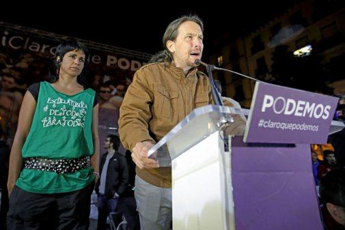 Teresa Rodríguez, en segundo término, en un mitin de Pablo Iglesias...