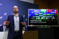 GRAF6011 LAS ROZAS (Comunidad de Madrid), 14/8/2019.-Steve Carter, CEO de Hawk-Eye, empresa que se encargará del VAR en primera y segunda división durante la temporada 2019 -2020, durante la rueda de prensa en la Ciudad del Fútbol de Las Rozas para explicar las novedades del reglamento de la nueva temporada .