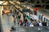 Usuarios de Cercanías, en la estación de Castellón.