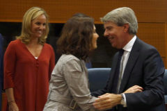 Isabel Díaz Ayuso saluda a Ángel Garrido en la Asamblea de Madrid el pasado julio.