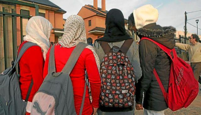 Alumnas de un  instituto de Pozuelo de Alarcón con velo islámico.