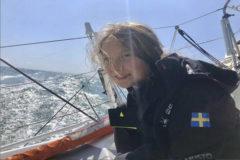 Greta Thunberg, en el barco La Malizia II, durante su entrenamiento