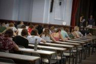 Aspirantes a funcionarios durante unas pruebas en Valencia en junio.