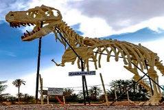 Un esqueleto petrificado del Tyrannosaurus rex en la ciudad de Erfoud.