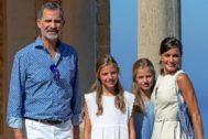Los Reyes y sus hijas en la Casa Museo de Son Marroig, en Mallorca