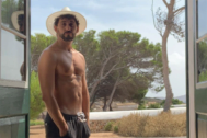 Paco León sin camiseta
