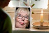 Margaret Gallagher, de 77 años, vive sin luz eléctrica ni agua corriente en Irlanda del Norte.