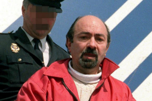 El etarra Rafael Caride Simón, trasladado por un agente de la...
