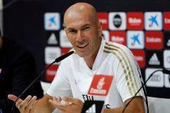 GRAF6836. MADRID.- El entrenador del Real Madrid, Zinedine <HIT>Zidane</HIT>, durante la rueda de prensa que ha ofrecido tras el entrenamiento del equipo este viernes en Valdebebas, de cara al partido de debut de Liga de Primera División que enfrenta mañana sábado a los blancos con el Celta de Vigo en el estadio de Balaídos.
