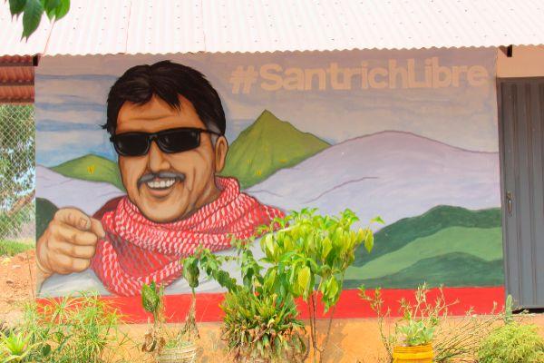 Graffiti de <HIT>Santrich</HIT> en Tierra Grata (SH-M). Salud...
