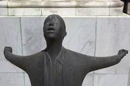 Estatua de Blas Infante en la tapia del cortijo Gota leche, a las afueras de Sevilla, donde fue fusilado en agosto de 1936. GOGO LOBATO
