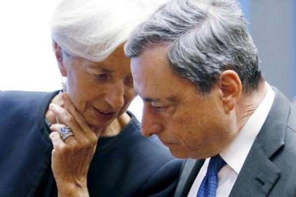 Christine Lagarde, futura presidenta del BCE, conversa con el actual dirigente del organismo, Mario Draghi.