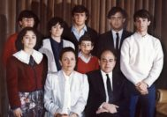 La familia en 1986, dos años después de la operación de Banca Catalana, que, según la Policía, estaría en la base de su fortuna.