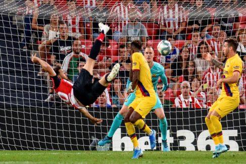 Aduriz derriba al Barcelona con un gol de fantasía