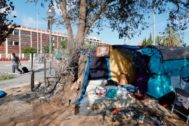 <HIT>SANTI</HIT> COGOLLUDO 14.08.2019 Barcelona, Catalunya Un pequeño campamento de personas sin techo situado en La confluencia de Avd. Meridiana con calle Padilla se ha quemado esta noche con el resultado de dos heridos graves.