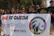Miembros del Frente Obrero se manifestaron frente al inmueble del que Jorge fue desalojado el pasado viernes.