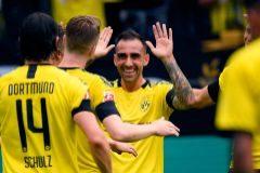 Paco Alcácer celebra un gol, este sábado.
