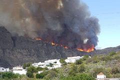Un nuevo incendio obliga a evacuar  parte de la población de Tejeda
