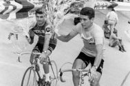 Gimondi (dcha) celebra una victoria junto a Poulidor.