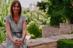 Rocío Díaz, directora del Patronato de la Alhambra, con el Generalife al fondo.