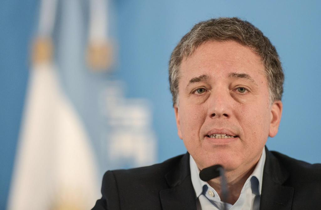 La crisis del peso se cobra su primera víctima: dimite el ministro de Economía Dujovne
