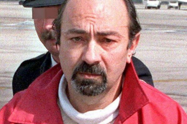Caride, a su llegada a España tras decretar Francia su extradición en 2002.