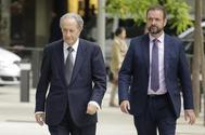 El empresario Juan Miguel Villar Mir (izqda.), a su llegada a la Audiencia Nacional como imputado en el 'caso Lezo'.