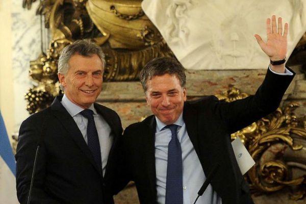 Nicolás Dujovne (dcha.) fue nombrado ministro Hacienda por Macri...