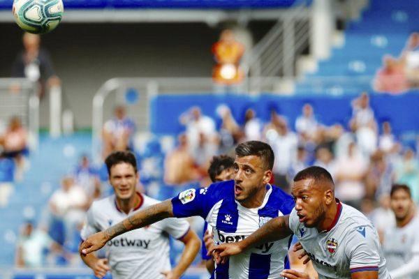 GRAF7871. VITORIA.- El jugador del Deportivo <HIT>Alavés</HIT>, José...