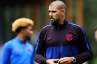 El entrenador del Juvenil A del Barcelona Víctor Valdés