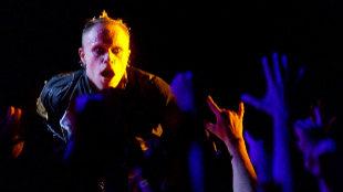 El recién fallecido Keith Flint durante una actuación