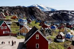 Upernavik (Denmark), 11/07/2015.- (FILE) - Houses in the village of Upernavik in western Greenland, 11 July 2015 (reissued 16 August 2019). According to news reports, US President Donald J. Trump has 'repeatedly' asked aides about their views on the US buying Greenland. (Dinamarca, <HIT>Groenlandia</HIT>, Estados Unidos) EPA/ DENMARK OUT
