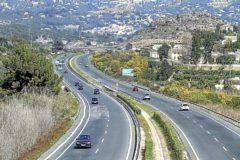 Varios vehículos circulan por una de las autopistas de la red de carreteras de la Comunidad Valenciana.