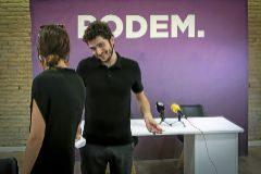 El todavía secretario general de Podemos, Antonio Estañ, con la responsable de Organización estatal.