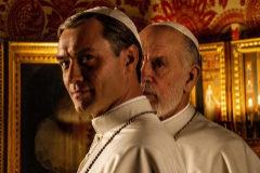 Jude Law y John Malkovich caracterizados de papas.
