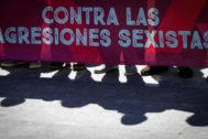 Pancarta contra las agresiones sexistas.