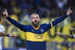 De Rossi celebra un gol con Boca Juniors.