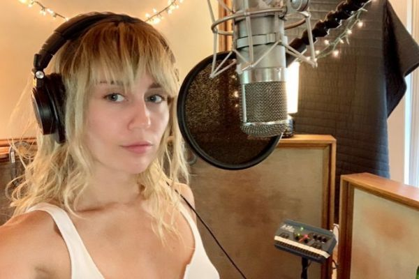 Miley Cyrus ha lanzado Slide Away, un nuevo single