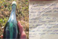 Una imagen del la botella y del mensaje que encontró Tyler Ivanoff.