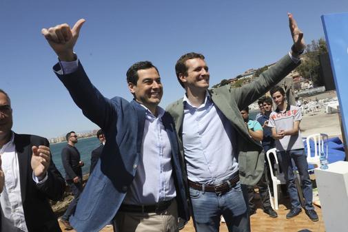 Pablo Casado y Juanma Moreno, durante un acto de campaña en mayo