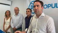 Teodoro García Egea junto a Marí Bosó y otros miembros del PP en Ibiza.