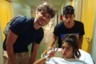 África, Damion y Alfonso de OT 2018 juntos antes de la operación de apendicitis de la cantante