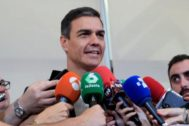 Pedro Sánchez responde a las preguntas de los periodistas el pasado 9 de agosto en Madrid.