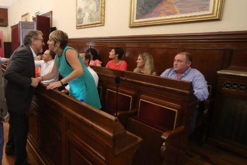 La Diputación de Castellón gasta 3.430 euros en comprar un sillón de haya y terciopelo