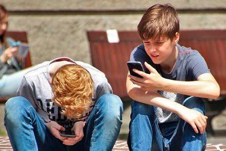 ¿Va a expulsar WhatsApp a los adolescentes?