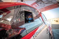 GRAF8666. DESIERTO DE NAMIBIA (NAMIBIA).- Fotografía cedida por  del español <HIT>Fernando</HIT> <HIT>Alonso</HIT>, doble campeón del <HIT>mundo</HIT> de Fórmula Uno y ganador del último Mundial de resistencia (WEC), durante los entrenamientos de este martes en el desierto de Namibia, donde ha probado el Toyota con el que competirá en el Dakar para buscar ampliar su brillante palmarés en las dunas del desierto y, en principio, según se anunció hoy, disputará en septiembre y con Toyota, aunque fuera de concurso, la Harrismith 400, en Sudáfrica.   SÓLO USO EDITORIAL? NO VENTAS? NO ARCHIVO