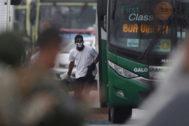 Imagen del secuestrador antes de ser alcanzado por los proyectiles disparados por el francotirador de la policía brasileña, el martes en Río de Janeiro.