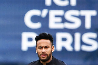 TOPSHOT - Paris Saint-Germain's Brazilian forward <HIT>Neymar</HIT> looks on as he takes part in a training session in Saint-Germain-en-Laye, west of Paris, on August 17, 2019, on the eve of the French L1 football match between Paris Saint-Germain (PSG) and Rennes. (Photo by FRANCK FIFE / AFP)