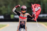 Brno (Czech Republic).- Spanish Moto GP rider Marc <HIT>Marquez</HIT> celebrates winning the MotoGP race of the Motorcycling Grand Prix of the Czech Republic at Masaryk circuit in Brno, Czech Republic, 04 August 2019. (Motociclismo, Ciclismo, República Checa) EPA/